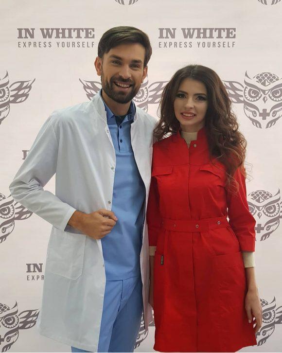 Яна и Артем на выставке медицинской одежды